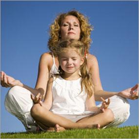 madre-y-niña-meditando