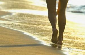 caminar-por-la-playa