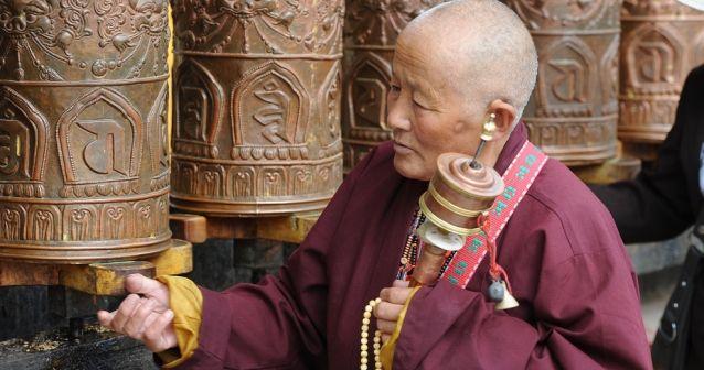 La causa de un desequilibro reside en un déficit o un exceso de energía, según los métodos tradicionales tibetanos.