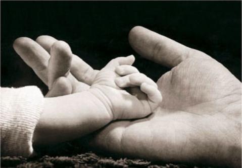 mano_padre_hijo-479x334