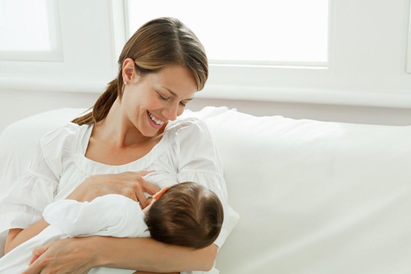 lactancia-materna-mujer-830x553