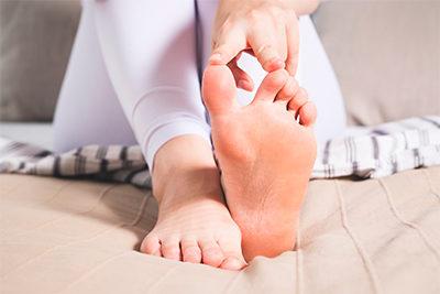 acido-urico-dolor-del-dedo-gorod-del-pie-que-es-sus-sintomas-herbolario-casa-pia-dietetica
