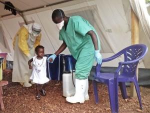 Isata, de 22 meses, la paciente más joven en recuperarse del ébola. SEBASTIAN STEIN MSF