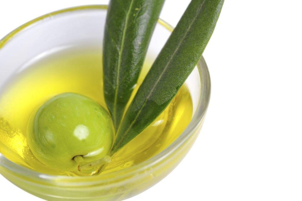 Aceite-de-oliva-en-copa.jpg-1024x681