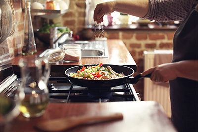 condimentar--los-alimentos-comidas-con-mas-sabor-con-aderezos-casa-pia
